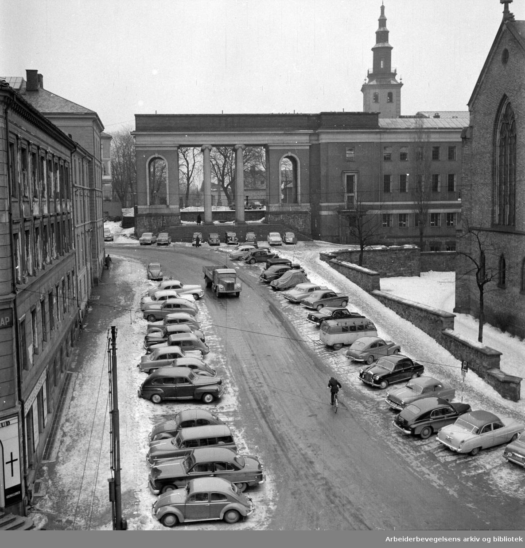 Hammersborg. Bakken i Fredensborgveien. Mars 1957