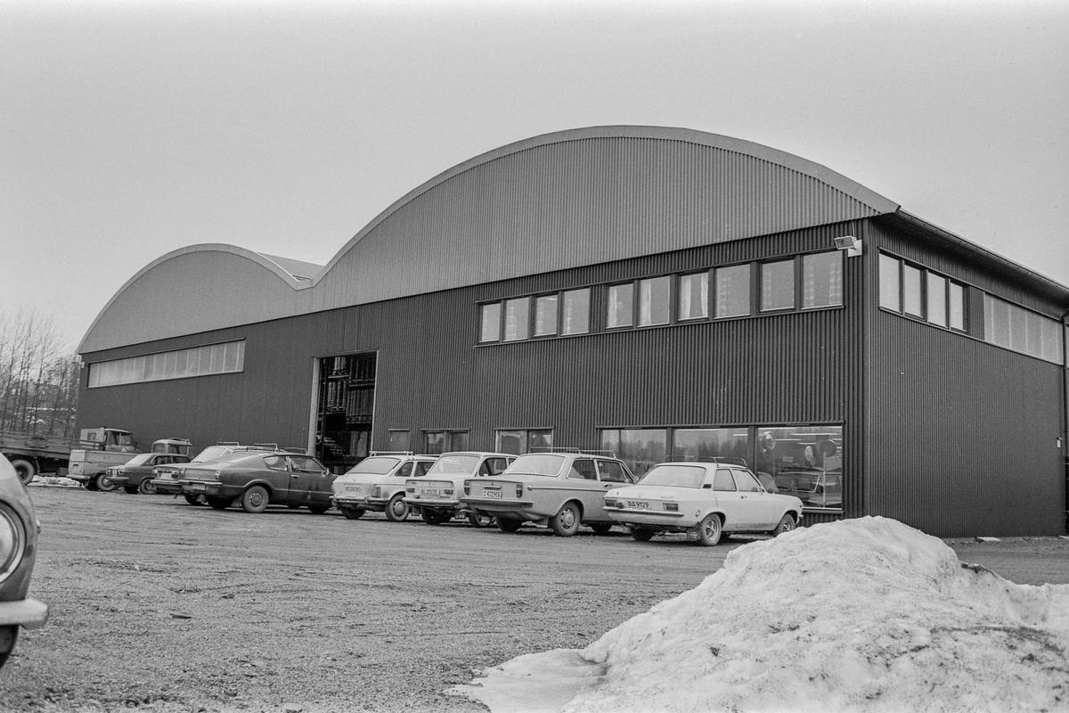 Ski Bygg A/S åpner nytt stort byggevaresenter på Kjeppestadtomta. Lagersjef John Endrestad