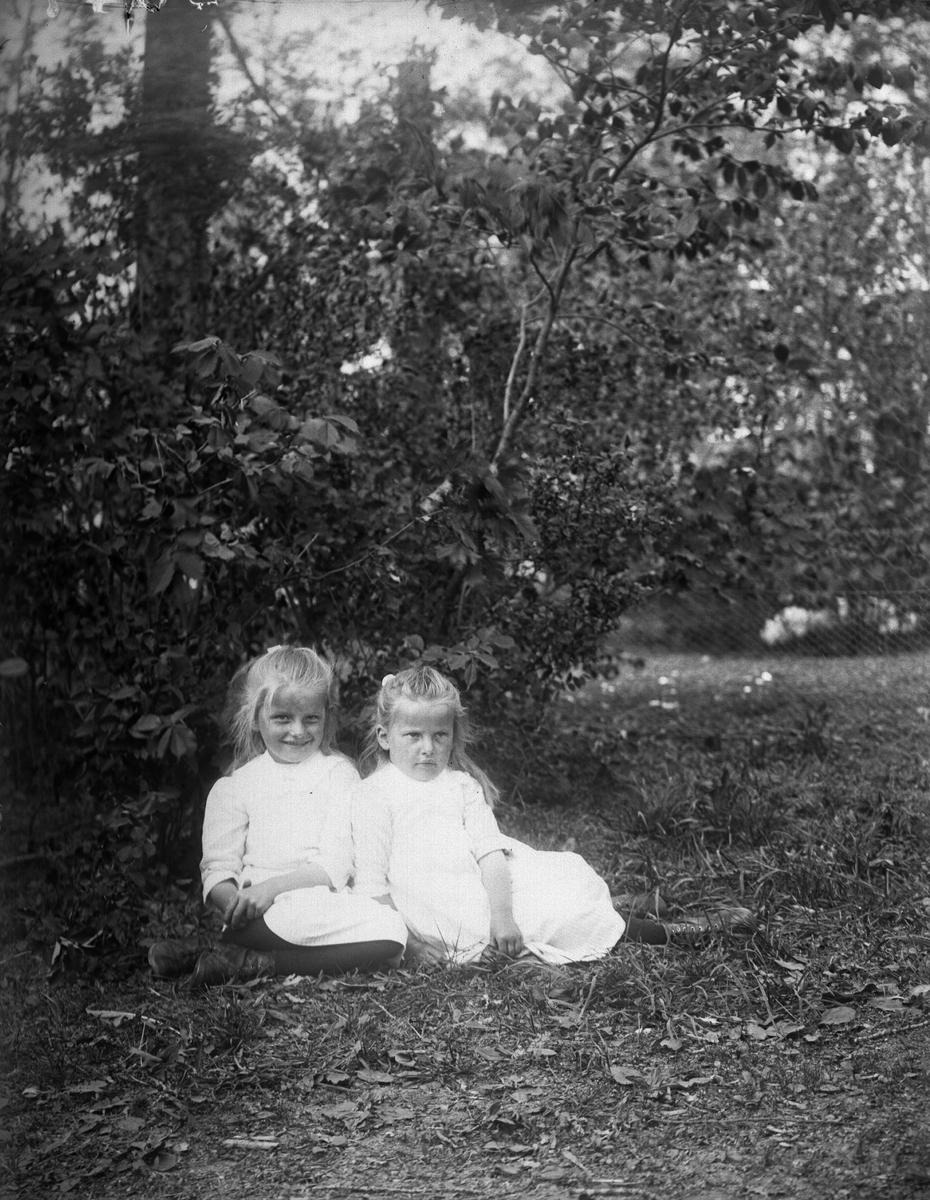 """Krigholms flickor i Flosta"", Altuna socken, Uppland 1921"
