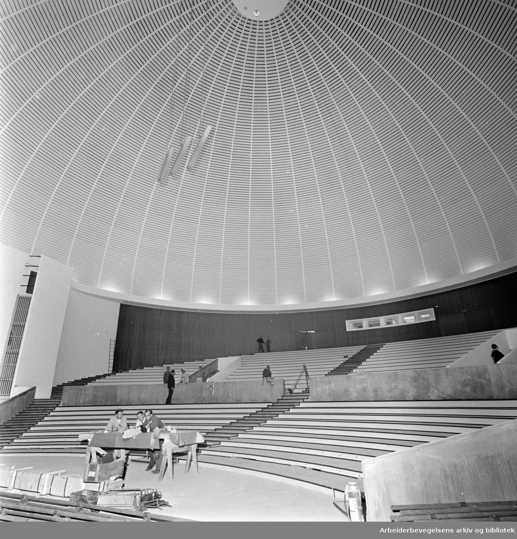 Colosseum kino. Kuppelen fotografert innenfra. Iteriør. August 1964