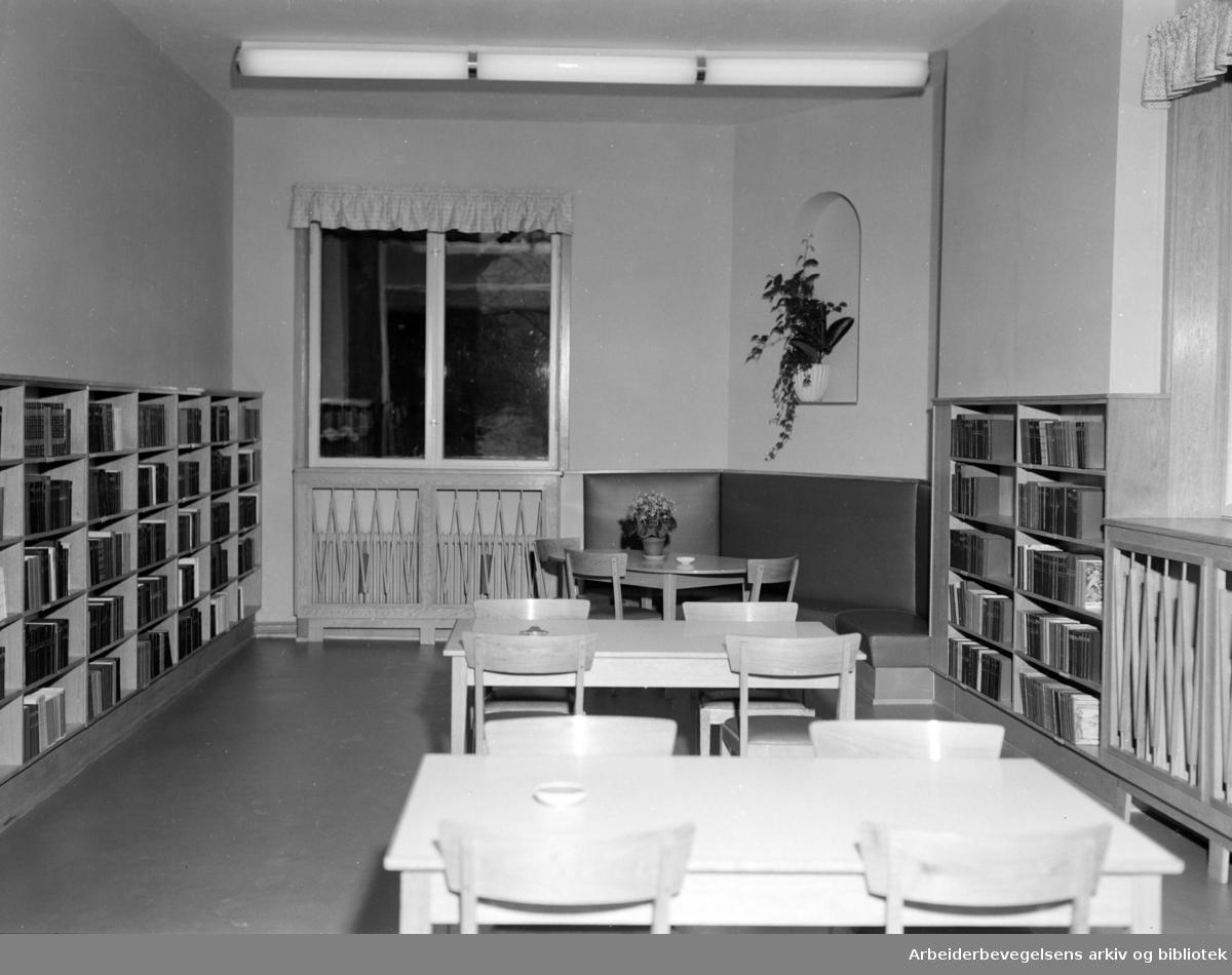 Deichmanske Bibliotek: Avd. Bogstadveien. Interiør..Oktober 1954.