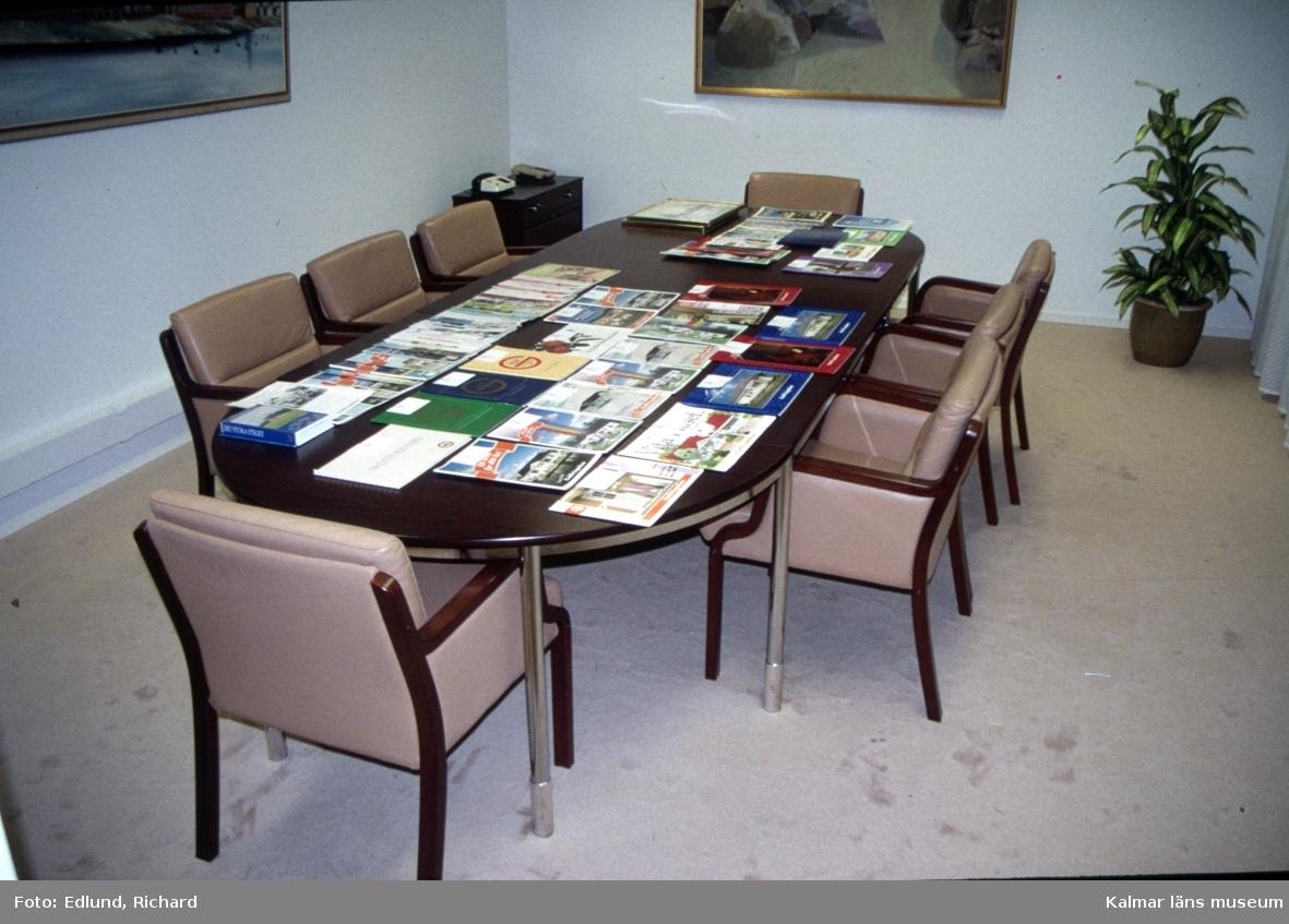 Produktkataloger på Gullringshus kontor i Gullringen.