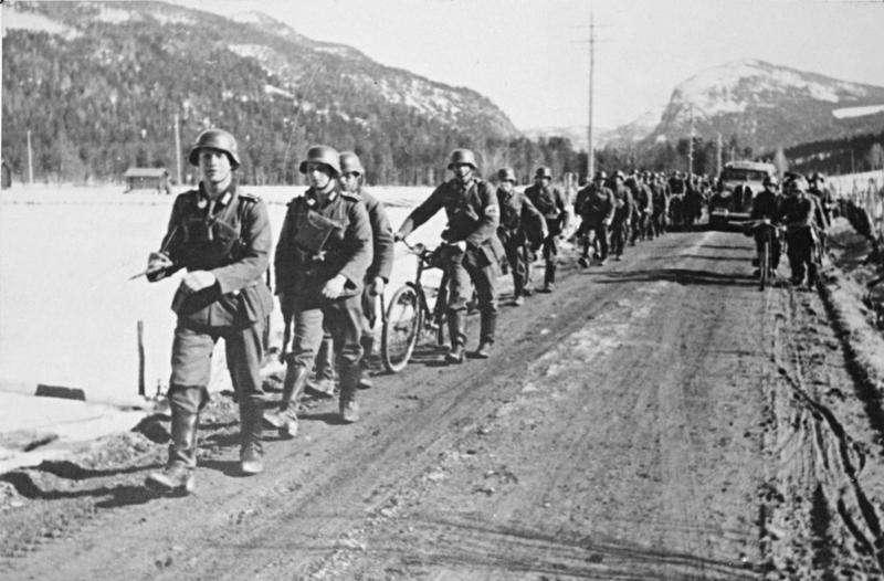 German_forces_on_march_at_Sre_yhus.jpg