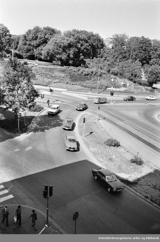 Abelhaugen. Dypfrossen jordmasse under Abelhaugkrysset. August 1975