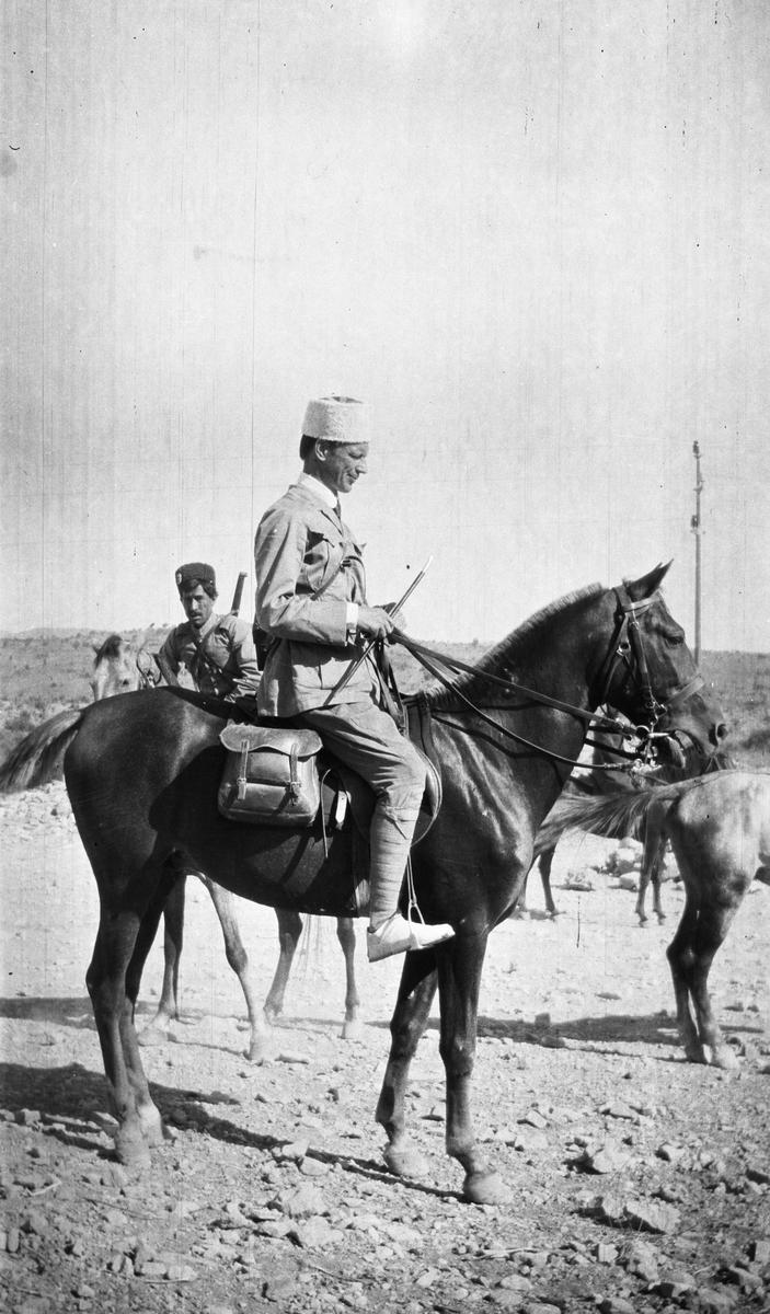 Persien. Intendenten vid det persiska gendarmeriet Harald Lundberg till häst.