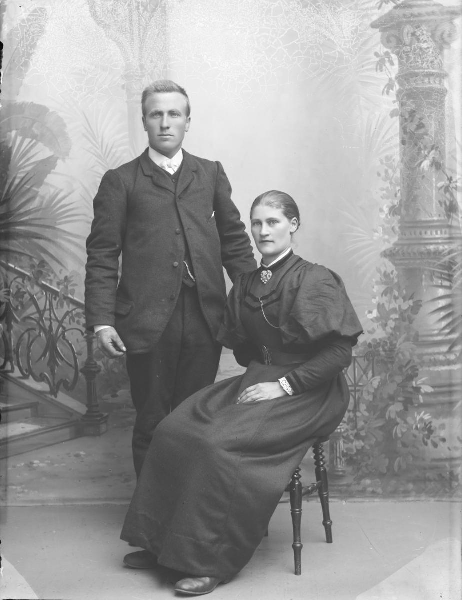 Ivar O. Brænden med kone.