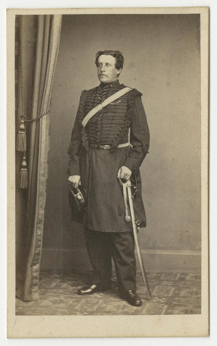 Porträtt av friherre Tönnes Wilhelm Wrangel von Brehmer, underlöjtnant vid Skånska dragonregementet K 6.