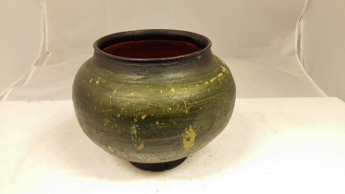 Form: Bolle med sirkulært tverrsnitt Kjøpt i Feios av lensmann Rusten.