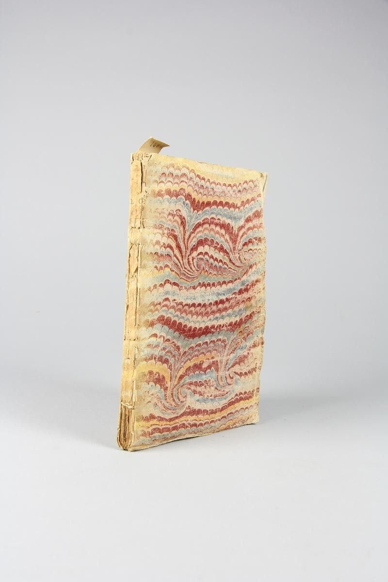 """Bok, häftad, """"Merckwürdige Lebens-und Regierungs-Geschichte Ludovici I"""", tryckt 1728 i Leipzig. Pärm av marmorerat papper, oskuret snitt. Blekt rygg med etikett med samlingsnummer. Anteckning om inköp."""