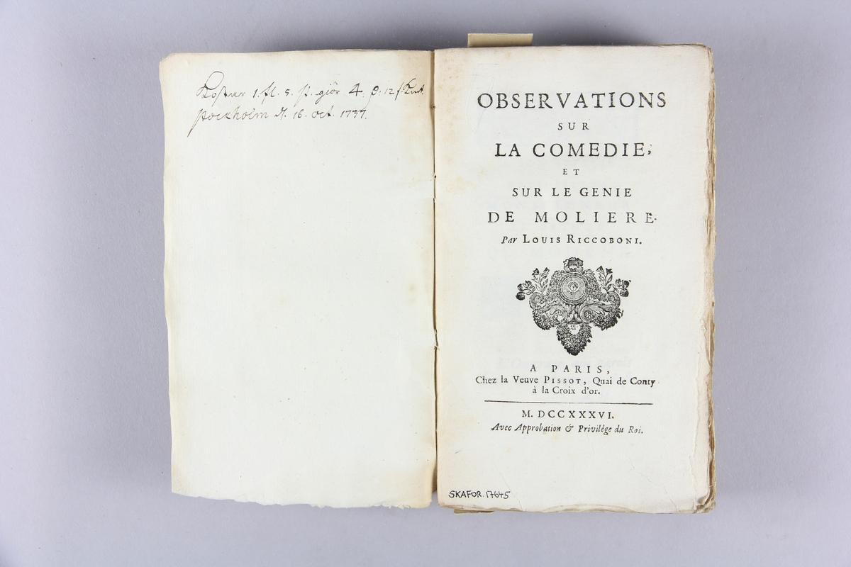 "Bok, häftad, ""Observations sur la comédie, et sur le génie de Molière"". Pärmar av marmorerat papper, oskuret snitt. Anteckning om inköp."