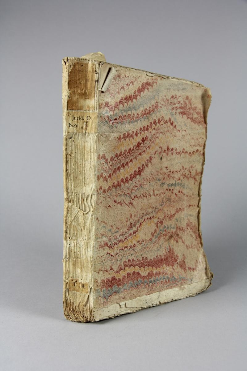 """Bok, häftad, """"Suite des procedures de Catherine Cadiere contre le R. pere Girard"""", tryckt 1731 i Haag. Pärm av marmorerat papper, oskurna snitt. Blekt rygg med etikett med titel och samlingsnummer."""