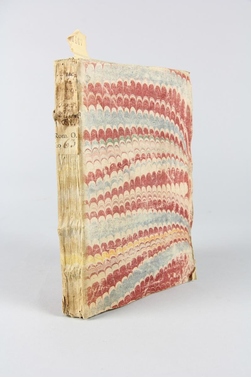 """Bok, häftad, """"Anecdotes venitiennes et turques ou nouveaux mémoires du Comte de Bonneval"""", del 2, tryckt i Utrecht 1740. Pärm av marmorerat papper, oskurna snitt. På ryggen klistrade pappersetiketter med volymens namn och samlingsnummer. Ryggen blekt. Anteckning om inköp."""