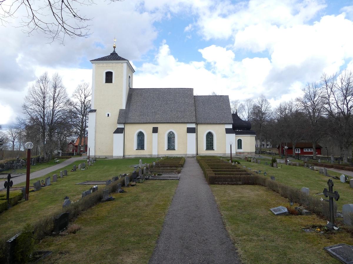 Arkeologisk schaktningsövervakning, Lena kyrka i april 2018, Lena kyrka, Lena socken 2018