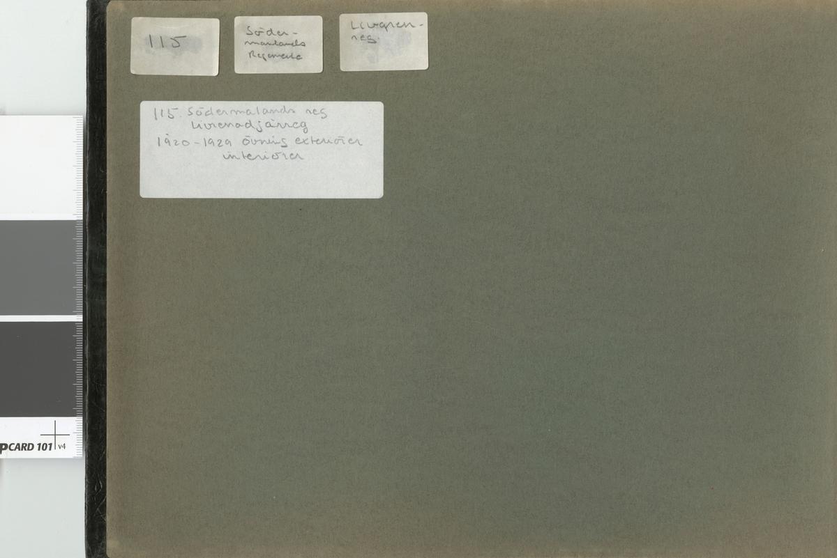 Album innehållande fotografier från åren 1919-1929 föreställande Södermanlands regemente I 10, Andra livgrenadjärregemente I 5 och Gotlands regemente I 27.