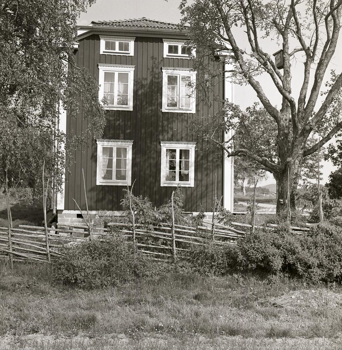 Ena gaveln på bostadshuset vid gården Sunnanåker under sommaren 1969.