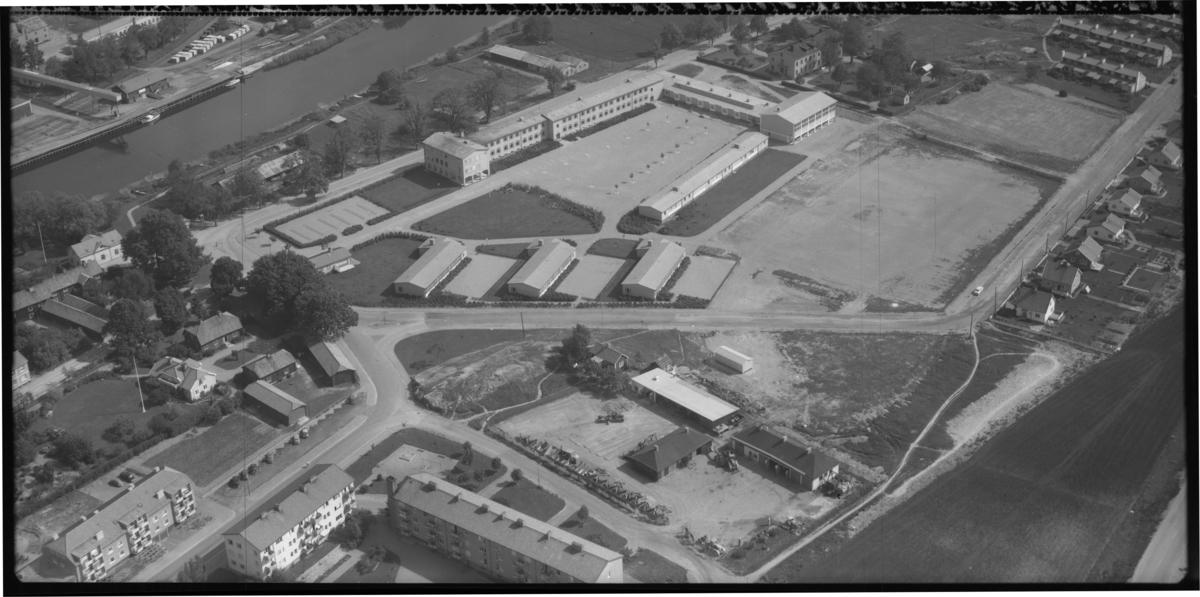 Flygfoto över Arboga folkskola, Arboga. Tagen 1956 av AB Flygtrafik Dals Långed.