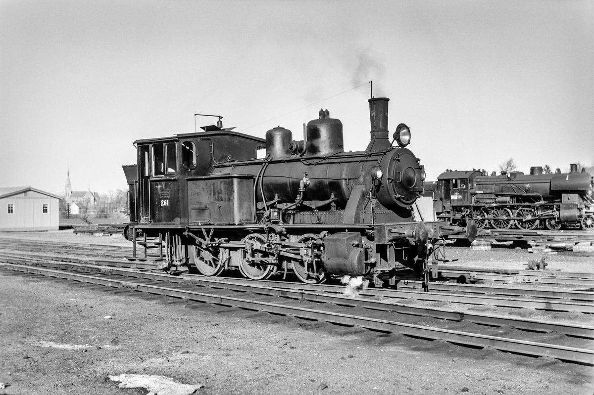 Damplokomotiv type 25a nr. 261 i skiftetjeneste på Marienborg.