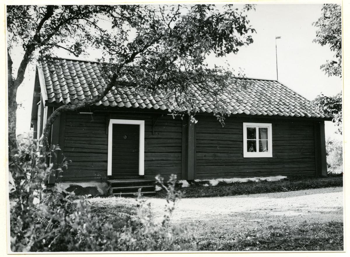 Björskog sn, Lådberga.  F.d. kaptensboställe vid Västmanlands regemente. Landbobyggningen. Fler uppgifter i kapsel.