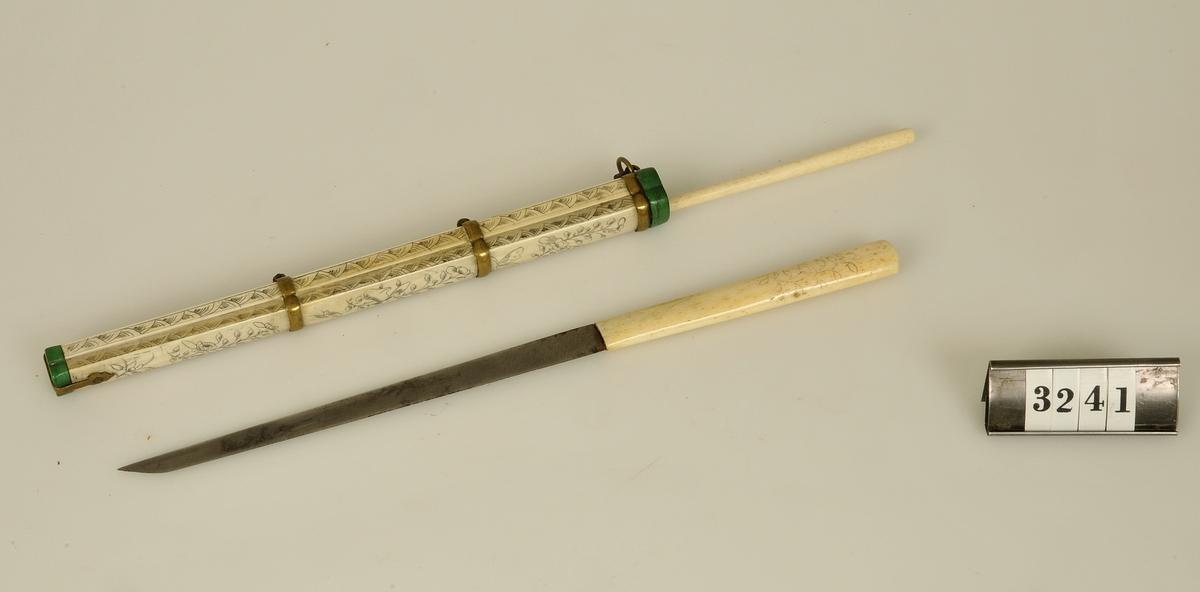 Kniv och en pinne.  Har tillhört de Adelsköldska samlingarna.