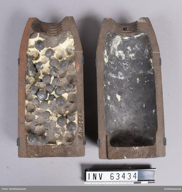 Grupp F II.  Granat i två halvor. Inrättade för bakforcering, ena halvan fylld med 178 st kulor. Mellan kulorna gult ämne, troligen svavel. Skjutförsök 1875-76.