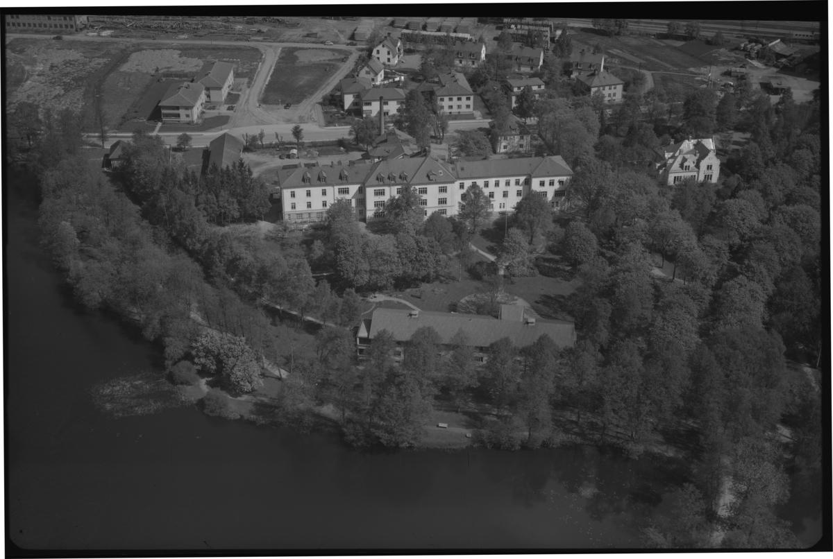 Flygfoto över Sala länslasarett, Sala. Tagen av AB Flygtrafik Dals Långed.