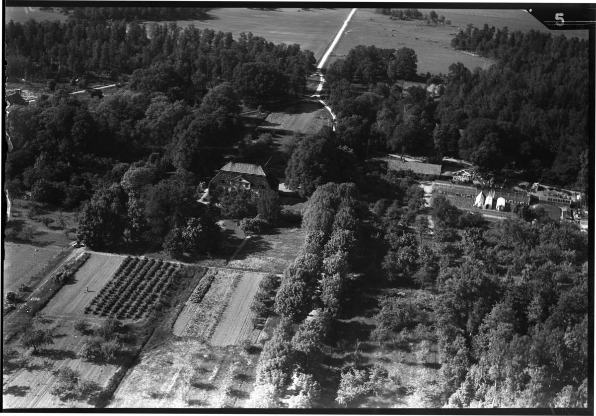 Flygfoto över Lindö herrgård, Lindö. Tagen av Ahrenbergsflyg.