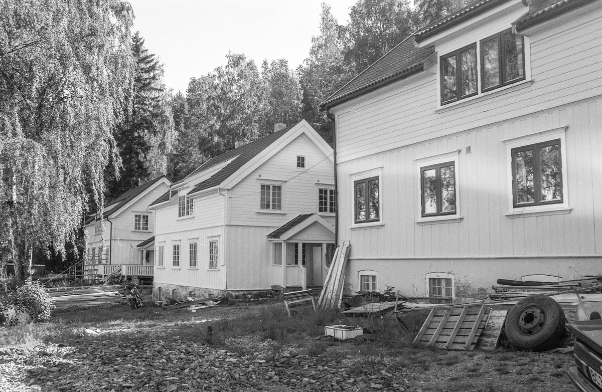 Verneverdige, gamle arbeiderboliger på Alværn på Nesodden settes i stand. Tømmermann Torstein Sehaug-Pettersen.