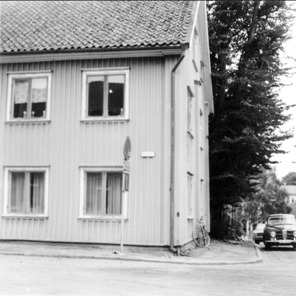 Trähus i hörnet av Plangatan och Östra Vattugränd, kvarteret Spinnaren.