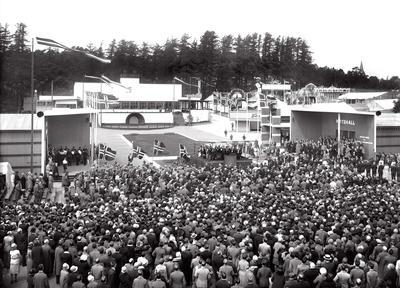 Festplassen på åpningsdagen for Østfoldutstillingen 5. juni 1930.. Foto/Photo
