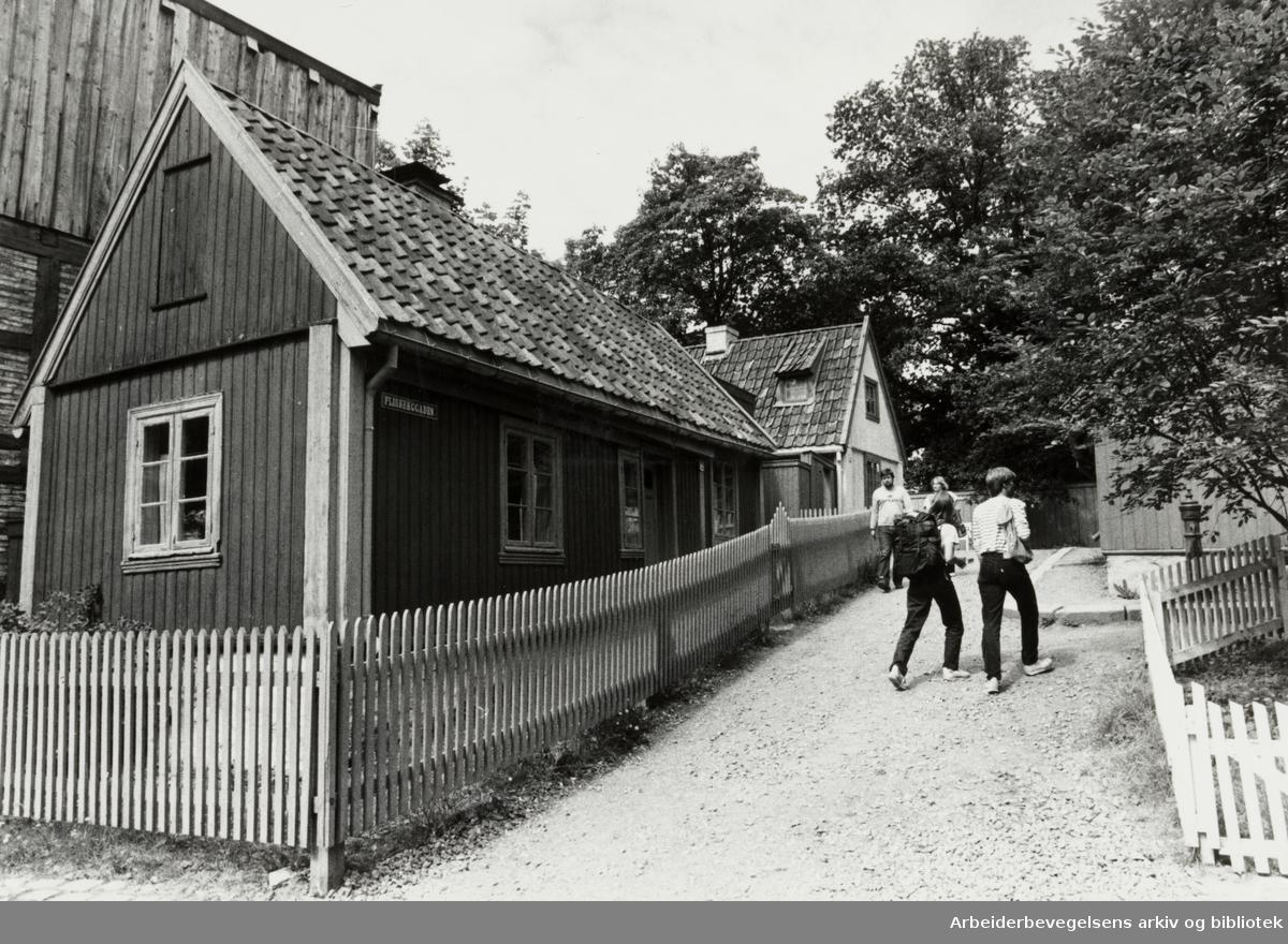 Bygdøy Folkemuseum. Flisberggaden fra Enerhaugen. Juli 1981