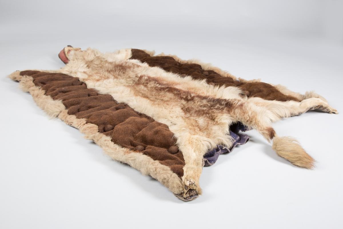 Dekken, laget av hund.