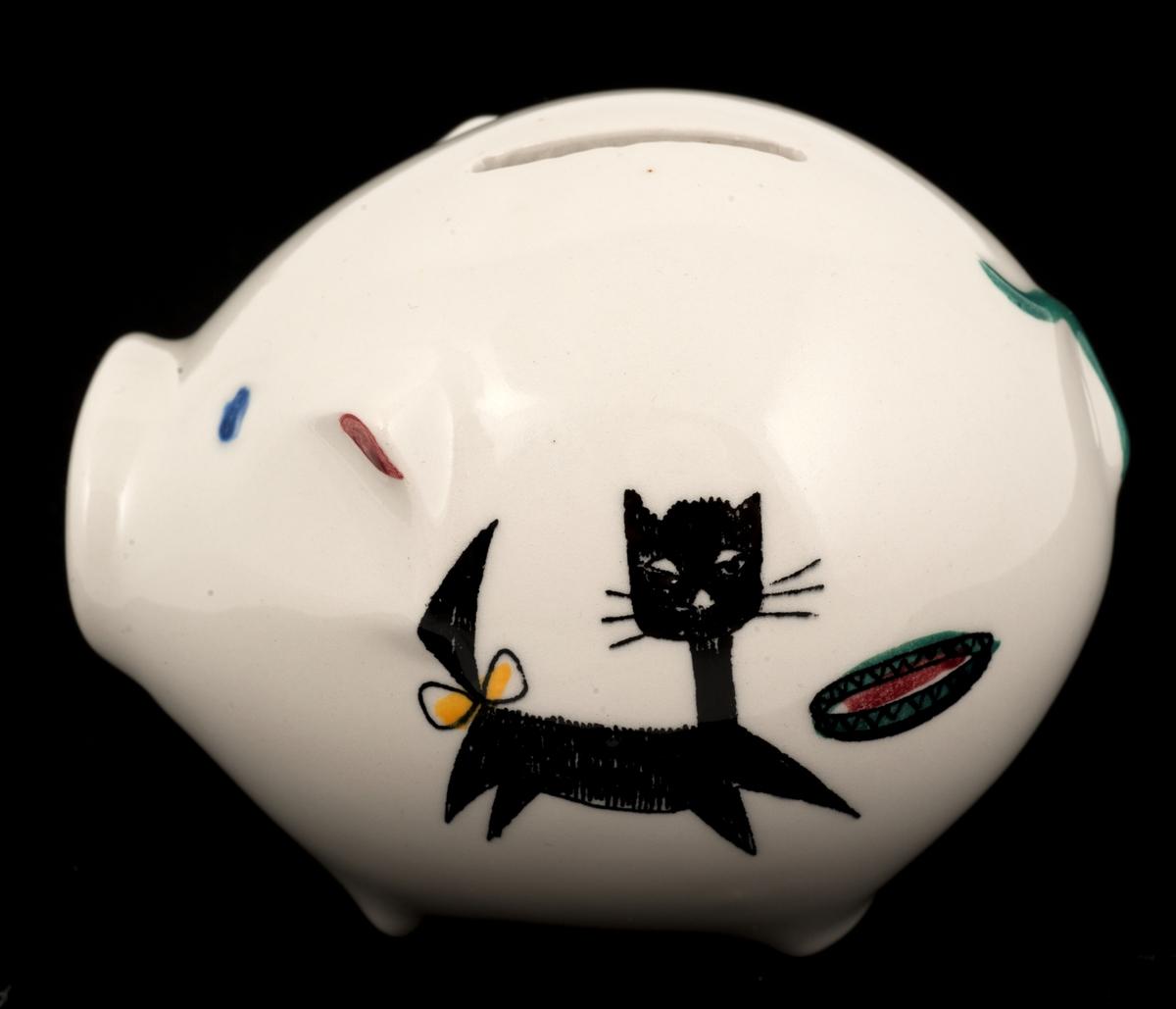 Sparebøsse av keramikk (flint). Formet som sparegris med  blomst, barn og katt som dekor.