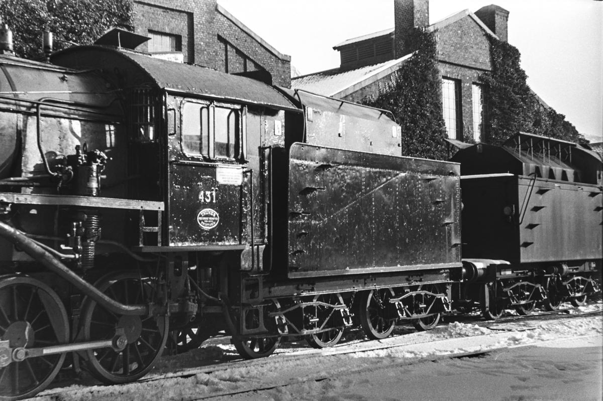 Damplokomotiv type 31b nr. 431 ved Kronstad verksted. Lokomotivet er nyrevidert.