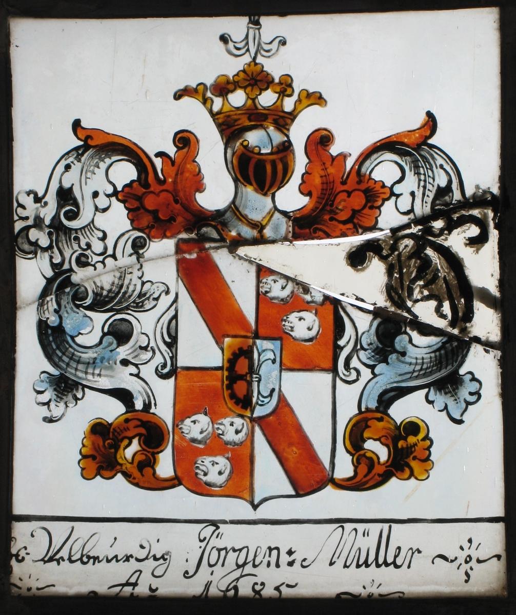Våpenskjold i hvitt og rødbrunt, med ranke og kronet hjelm  i grått/blått og brunt.