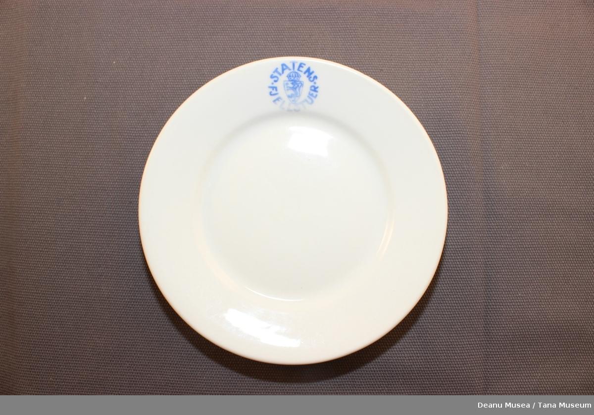 Hvit tallerkener med riksløven og Statens fjellstuer i blå skrift.