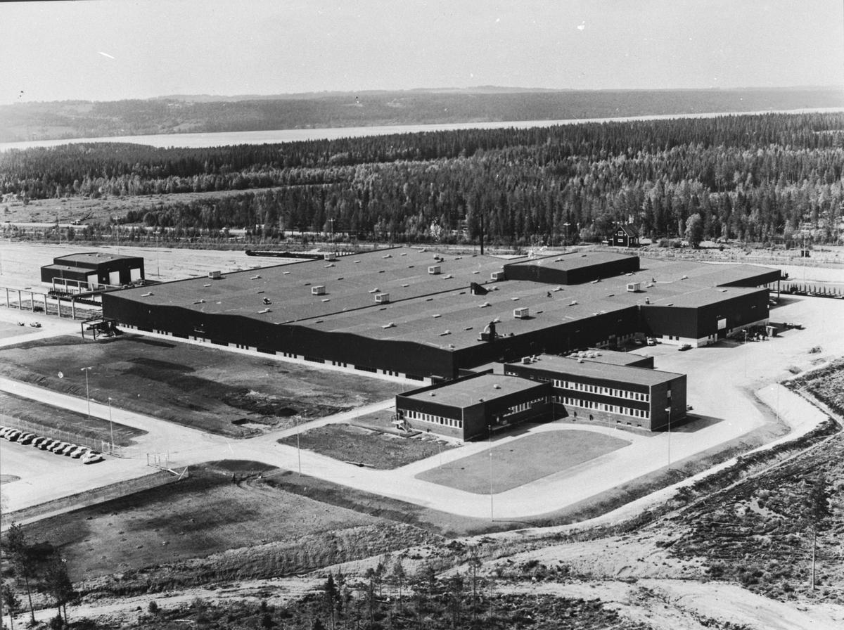 Huvudverkstaden. Verkstadsanledningen utvidgades flera gånger under tiden. Frön början 1884 fanns vagnverkstad, sedan kom nya verkstäder; snickeriverkstad, målarverkstad och med mera.