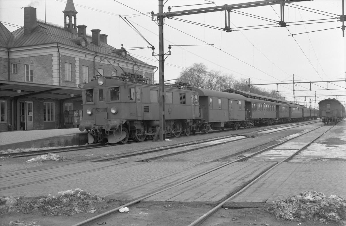 Statens Järnvägar, SJ D 580 med pågatåg.
