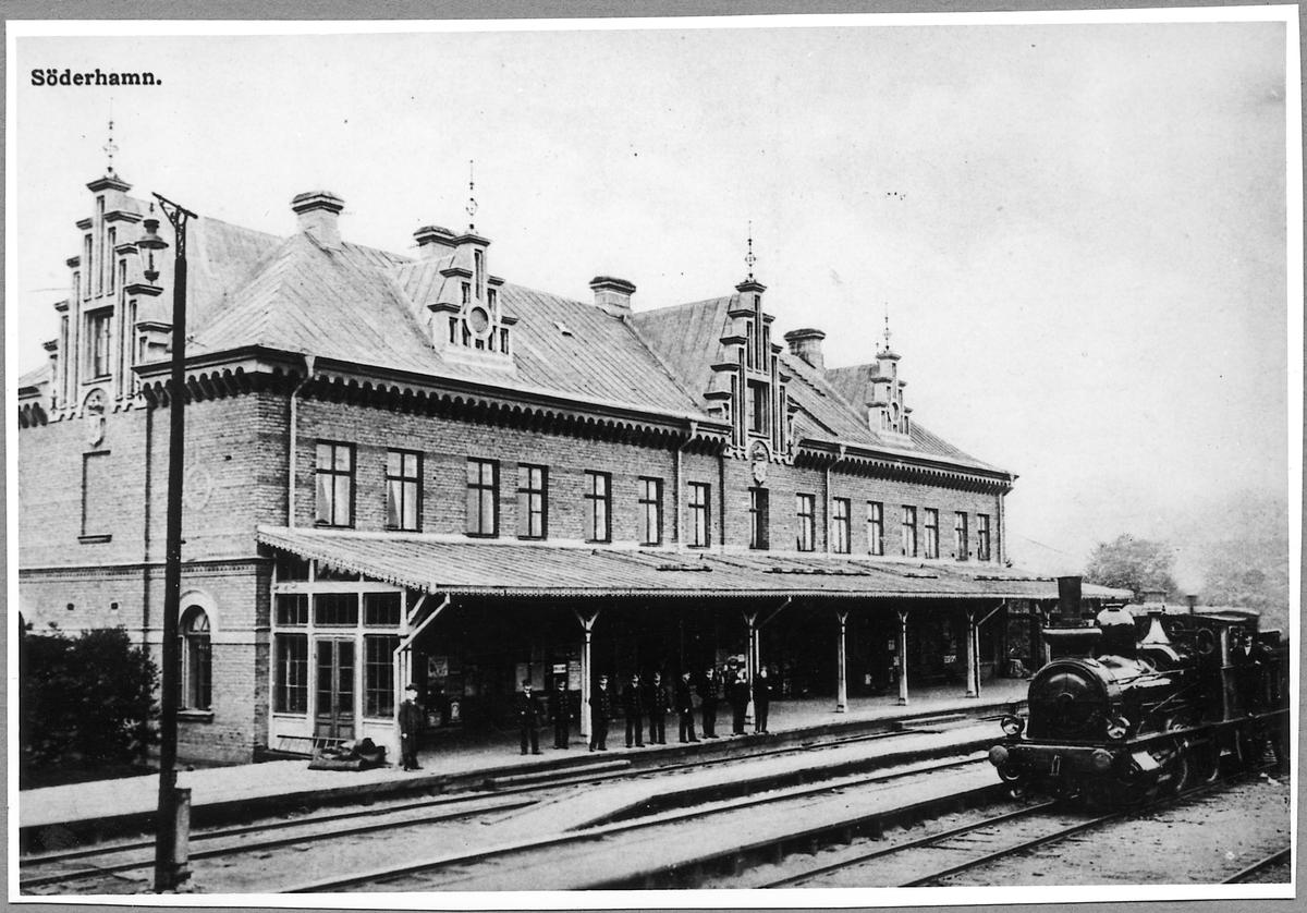 """Statens Järnvägar, SJ Kb 274 """"Halvar"""" vid Söderhamns station."""