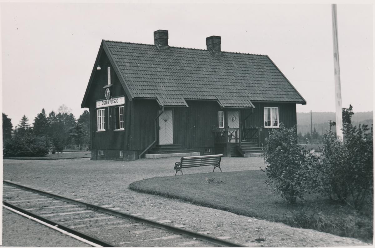 Östra Utsjö. Statens Järnvägar, SJ. Håll- och lastplats. Hållplats anlagd 1934.