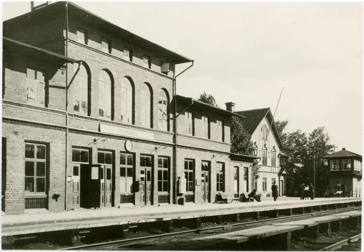Töreboda station.