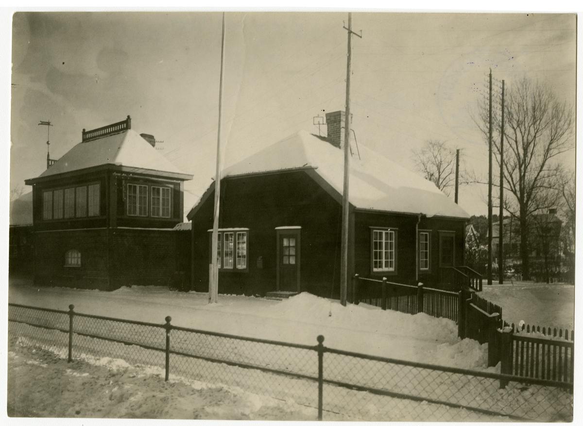 Upplands Väsby station  med postlokal och ställverk.
