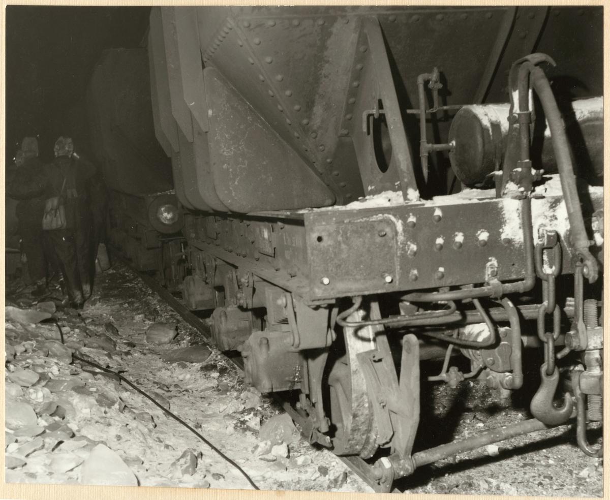 Statens Järnvägar, SJ Mas malmvagn skadad efter urspårning den 17/4 1956 på sträckan mellan Vassijaure och Hundalen.