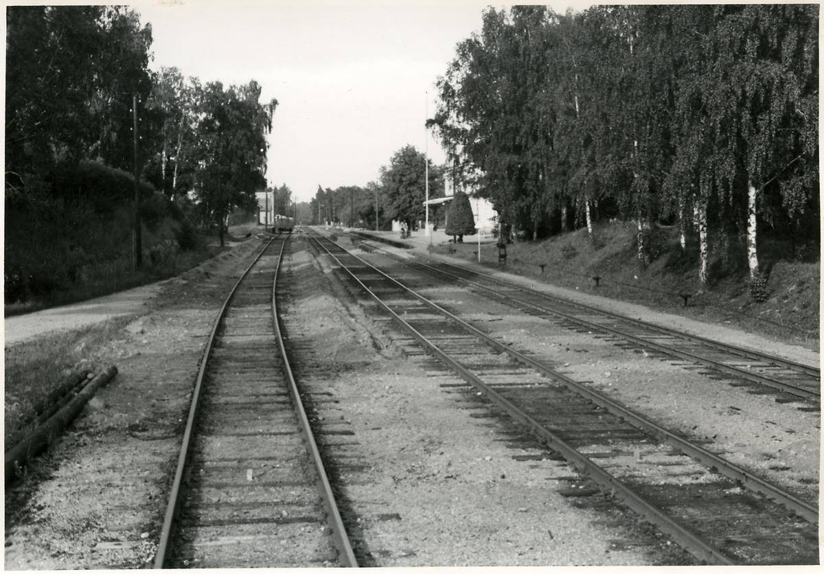 Skogstorp, mot norr. Bilden tagen inför elektrifieringen av Trafikaktiebolaget Grängesberg - Oxelösunds Järnvägar.