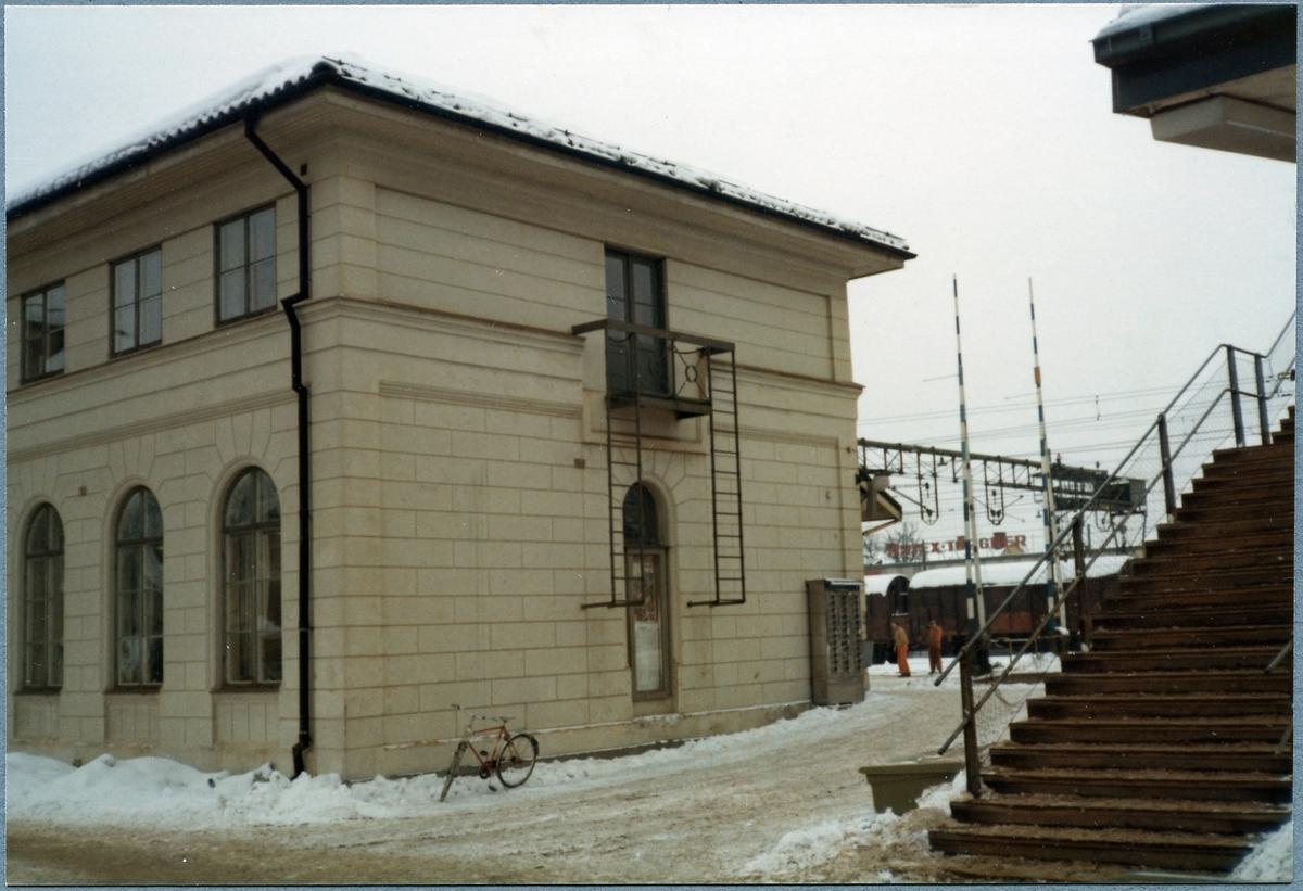 Mjölby stationshus innan ommålning.