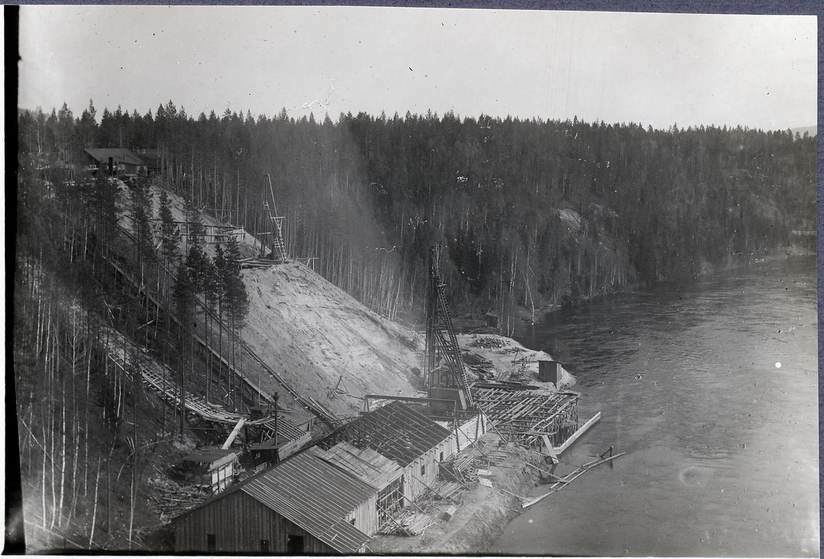 Högflodens kulmen den 29 maj vid brobygget över Öreälven.
