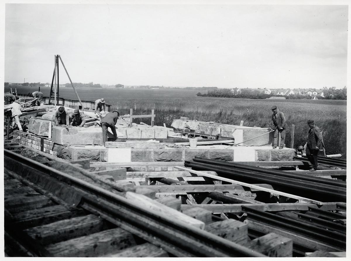 Ombyggnad av viadukten över Malmö Ystads Järnväg, på sträckan mellan Malmö och Trelleborg.