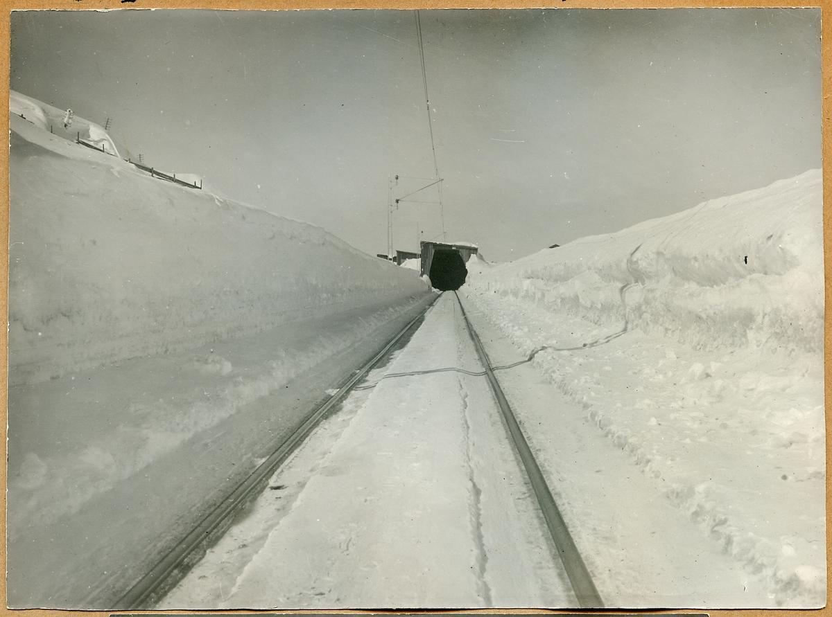 Snögalleri vid Riksgränsen i Kiruna.