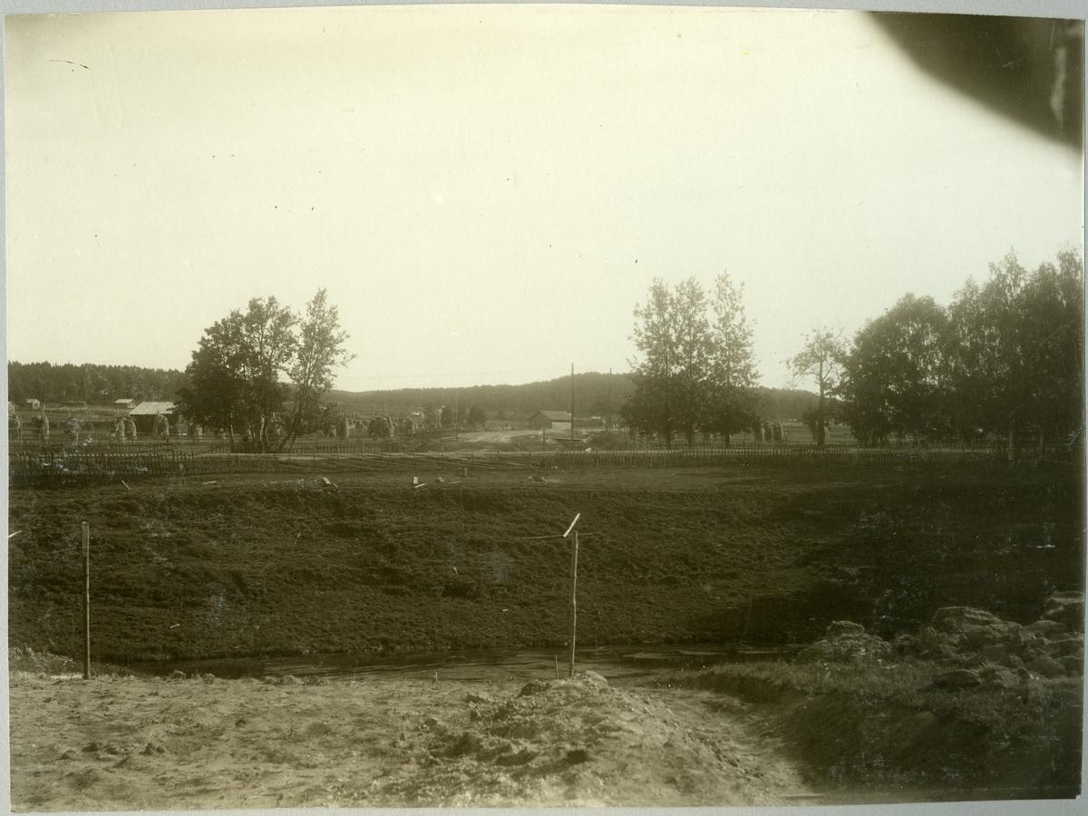 Klintfors. Statens Järnvägar, SJ. Planerad bro över och vägport vid Klintforsån i september 1910.