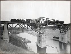 Färdigställande av klaffbron över Södertälje kanal. (Belastn