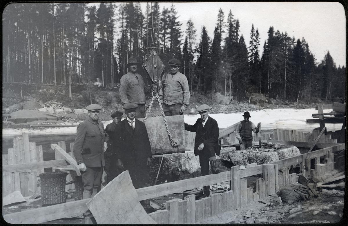 Pelararen under arbete vid brobygget över Vindelälven.
